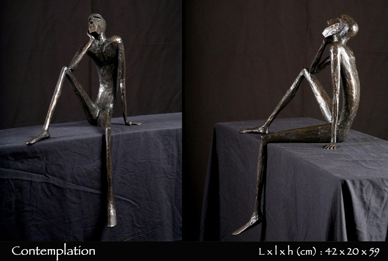 Personnage en bronze en contemplation