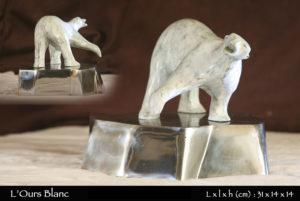 statue d'un ours blanc en bronze sur un iceberg en fer