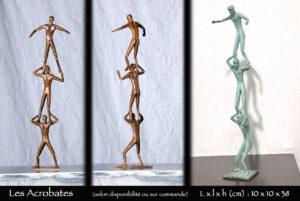 Acrobates en bronze formant un pilier humain