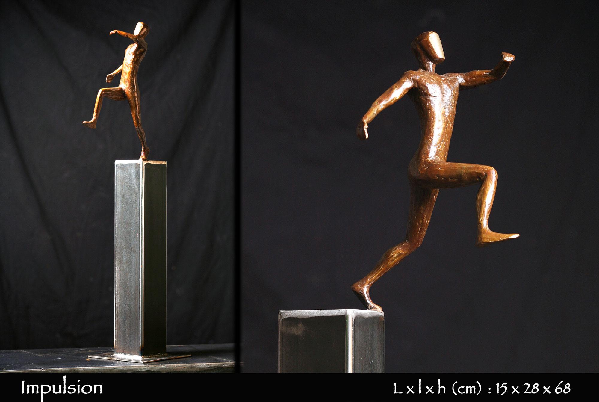 Homme en bronze sautant d'un pylône en fer