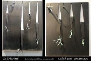 Personnage en bronze déchirant la tôle en sautant le long du mur