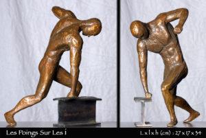 Homme en bronze frappant de son poing un IPN en acier