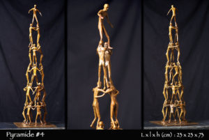 Pyramide humaine en bronze
