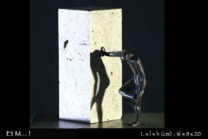 farfadet, personnage en bronze ayant marché dans une merde