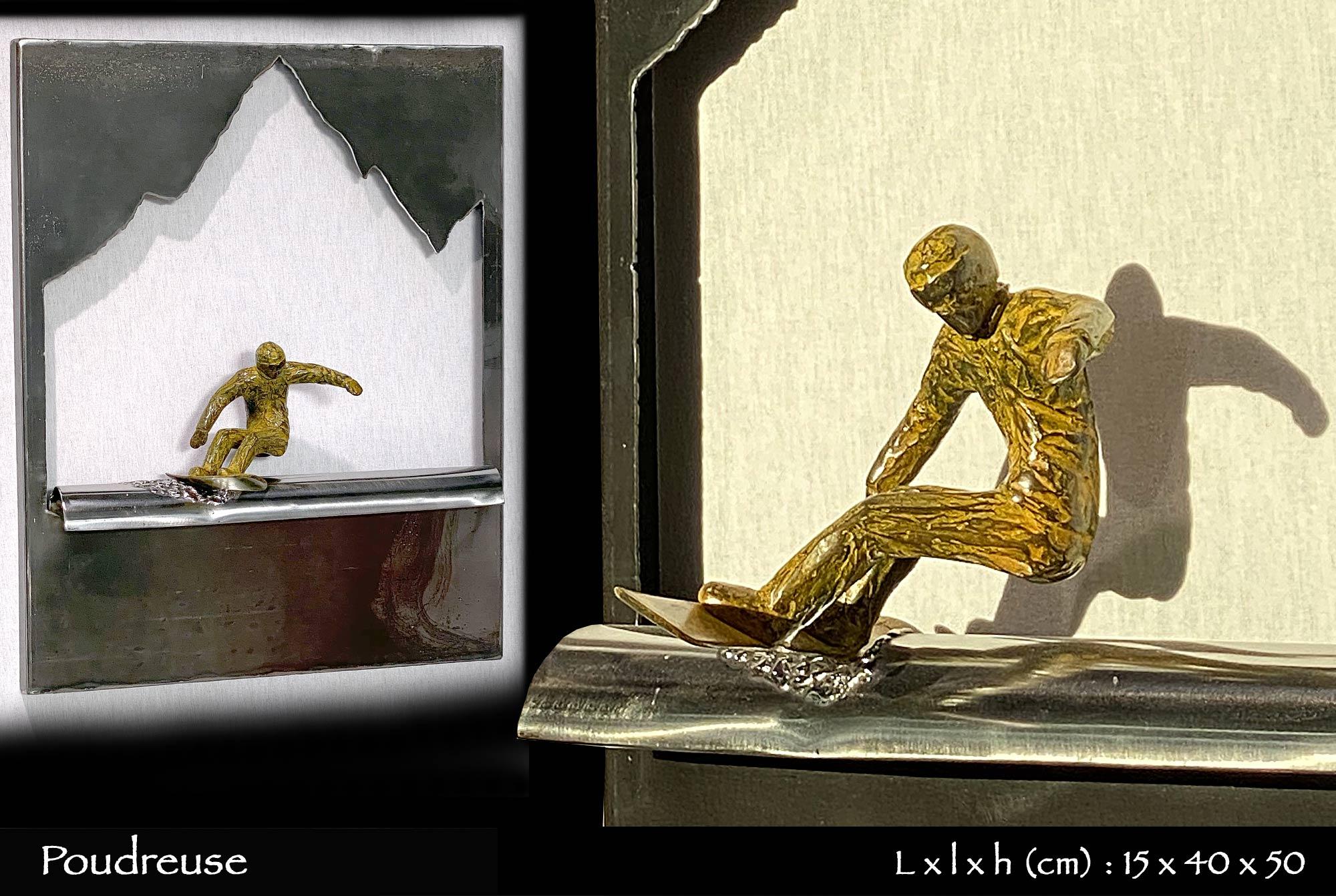 Poudreuse snowboarder sur bosse en métal avec montagne en tôle déchirée